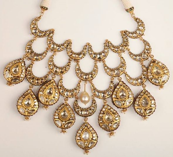 The classic Kundan, Polki and Pearl combination for the Indian bride on her wedding. // View more bridal fashion tips and wedding style on www.thetrousseau.in #blog #trousseau