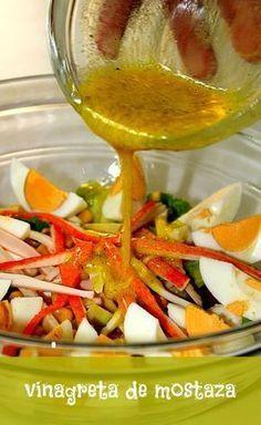 Vinagreta de mostaza   LAS SALSAS DE LA VIDA. Ingredientes 4 cucharadas de aceite de oliva. 2 cucharadas de vinagre de vino blanco. 2 cucharadas de jugo de limón. 1 cucharada de mostaza. Pimienta negra molida. Preparación Mezclamos en un bol el aceite de oliva, el vinagre y la mostaza. Añadimos el jugo de limón, la pimienta al gusto, y removemos hasta que se mezclen bien todos los ingredientes.:
