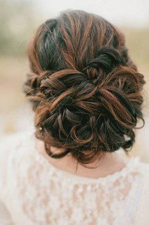 Brudefrisyre – oppsatt hår på tre måter | brudeblogg.no - bryllupsblogg om brudekjoler, bryllupsplanlegging og inspirasjonsbilder til bryllu...