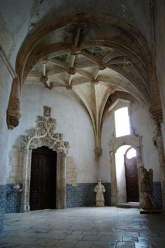 Mosteiro de Santa Maria de Alcobaça Manueline vault and entrance to the sacristy.