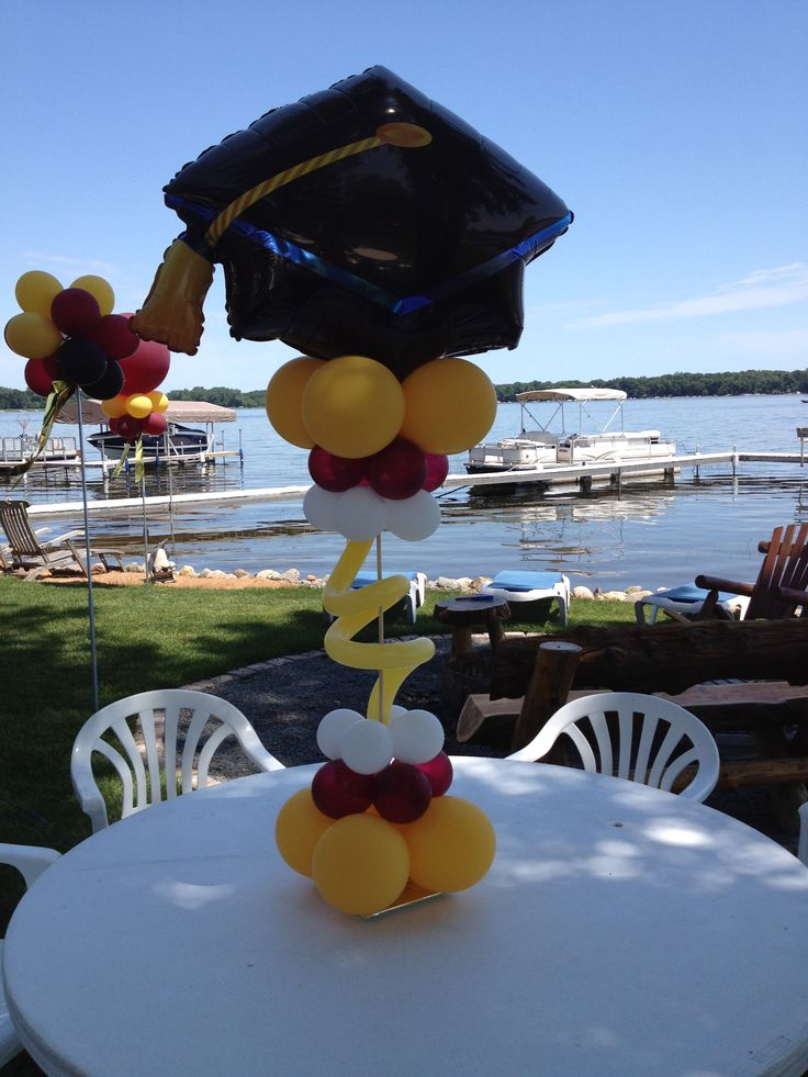 100 best images about graduation centerpiece on pinterest for Balloon decoration ideas for graduation