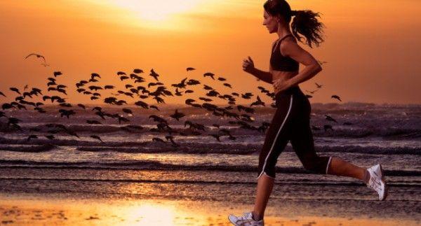 7 Benefícios de Correr na Praia! - Corre Salta e Lança