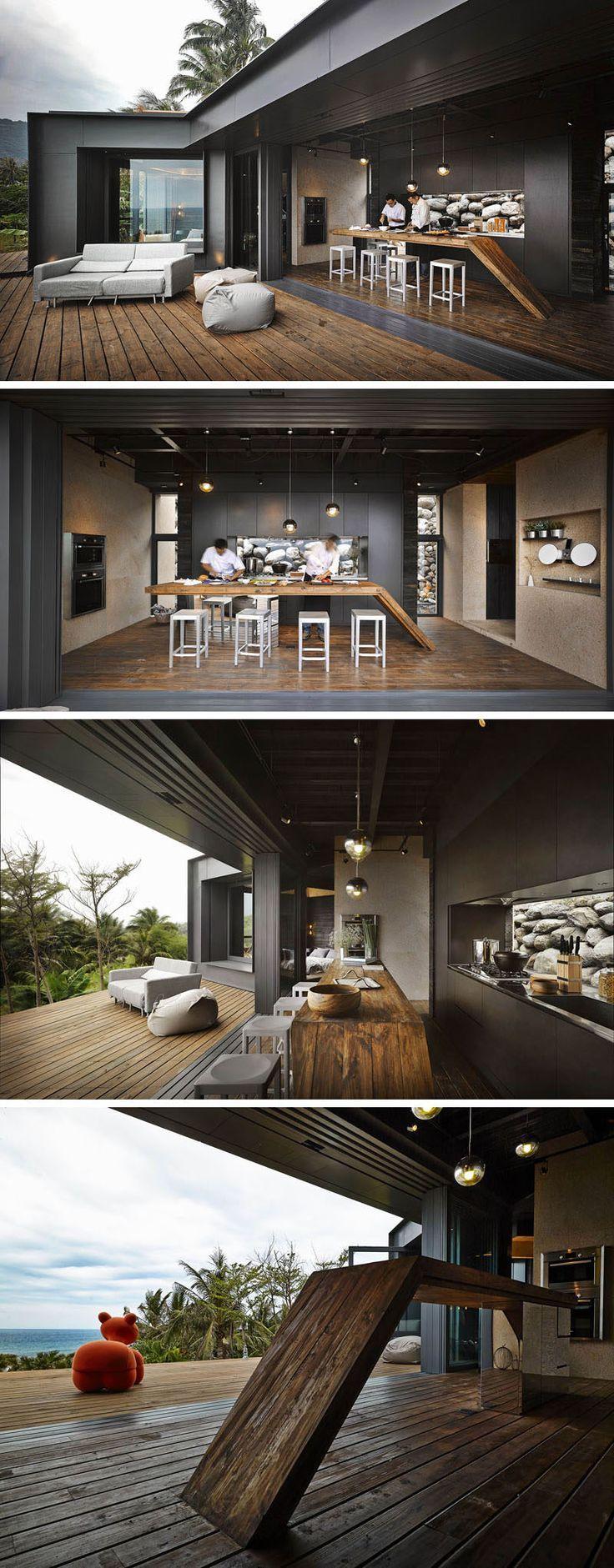 Diese schwarze Küche mit Holzarbeitsplatte öffnet sich zum Deck und bietet … #WoodWorking