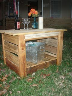 Deck Table - 1 pallet. my mom has a strange new obbsession with pallets. the things you learn are cool on pinterest…