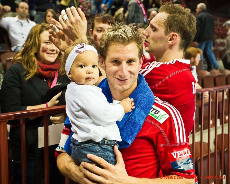 Tomi és kislánya:)