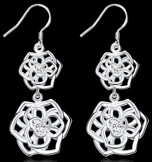 https://www.goedkopesieraden.net/925-Sterling-oorbellen-met-2-zilveren-bloemen-hangers