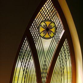 A hévízi római katolikus Szentlélek-templom.   Simon Endre festőművész alkotása.