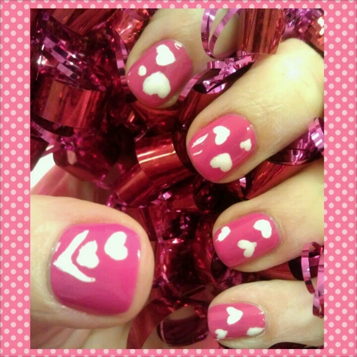 pink nails with white hearts  Valentine's Day : manicure : nail art