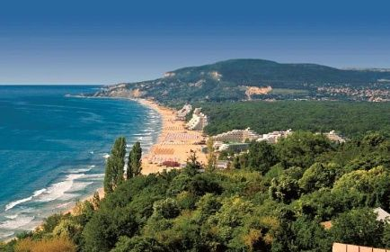 Typická bulharská krajina je plná zeleně