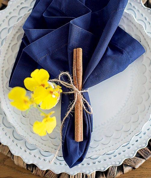 Um simples pau de canela e um pedaço de fio de sisal garantem um anel de…
