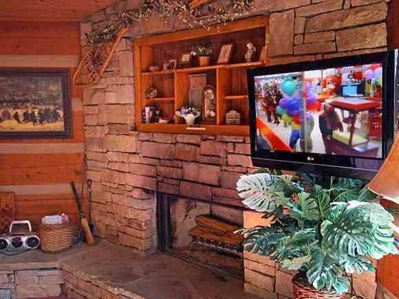 Rustic Charm - This cabin has incredible mountain views and is perfect for you and your loved one with just 1 bedroom. Click her to see more of this Smoky Mountain Cabin: http://www.cabinfevervacations.com/cabin-detail/?cid=1263