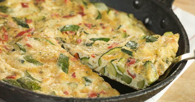15 recettes gourmandes et variées d'omelette - Omelette roulée au fromage…