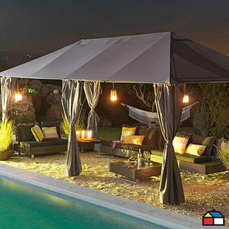 Pérgola con paredes y malla mosquetera #Terraza #Jardin