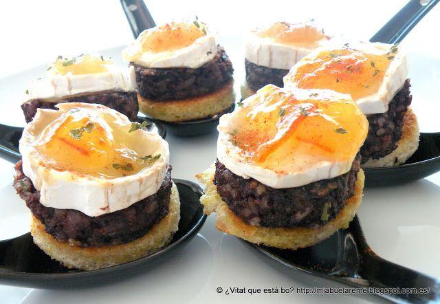 Pincho de morcilla y queso cabra (mermelada de tomate?)