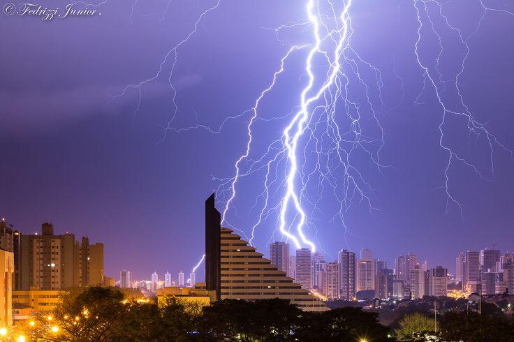 Eleita melhor fotografia de raios de 2014 pelo INPE. The best 2014 -ray photography in Brazil , elected by inpe institution   Londrina Pr.