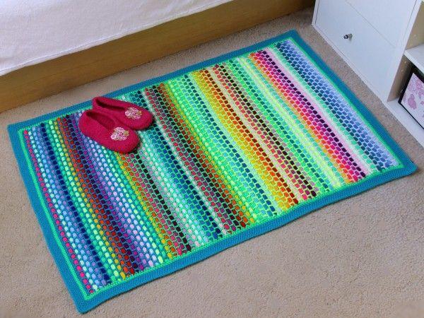 Für jeden Platz den richtigen Teppich - alle Größen und Farben sind bei diesem dicken, gemütlichen Teppich möglich. Ein ideales Anfängerprojekt, was sehr viel Spaß macht, aber etwas Fleiß und Ausdauer erfordert,. Wir häkeln ein Gitternetz aus L