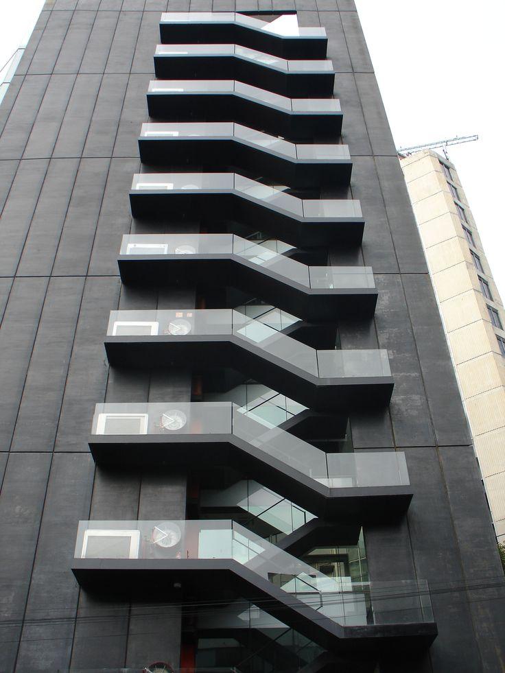 Escaleras de emergencia. torre tres picos. LBR & A arquitectos