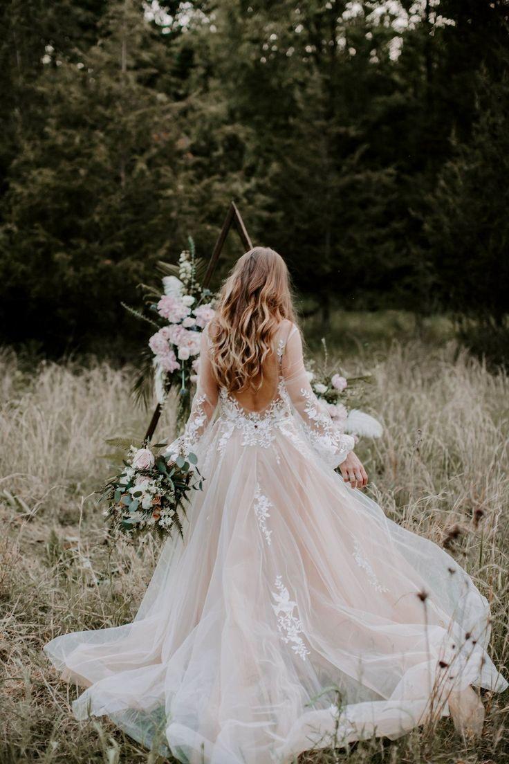 Hochzeit Meaning Pink Wedding Gowns Woodland Wedding Inspiration Woodland Wedding [ 1104 x 736 Pixel ]
