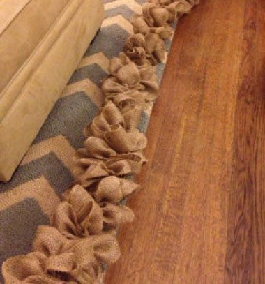 How to hide ugly cables with  ( burlap ) garland // Kábelek elrejtése zsákvászon masni füzérrel //  Mindy -  creative craft ideas // #christmascrafts #christmasgifts #christmas #crafts #gifts #christmasdecor #diy #kreatívötletek #karácsony #csináldmagad #hobbi #kézműves