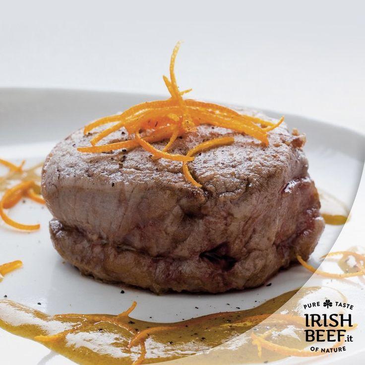 Gusti sofisticati? Per voi, filetto di #IrishBeef  al mandarino. Ecco la ricetta:  Ingredienti • 4 fette di filetto di manzo dello spessore di circa 1 cm e 1/2  • 3 mandarini  • 40 g di farina  • 30 g di burro  • 1 cucchiaio di salsa Worcester  • 3 cucchiai di senape  • 3 bicchierini di vino rosso secco  • olio  • sale  • pepe  Preparazione In una padella scaldate tre cucchiai d'olio con il burro, disponetevi i filetti leggermente infarinati, fateli dorare 2 minuti da entrambe le parti…