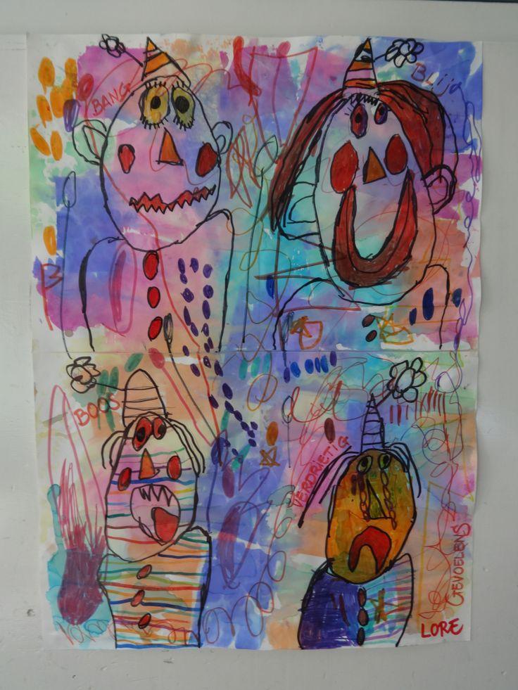 Vier clowns tekenen.  Vier gevoelens : blij-bang-boos en verdrietig. +  afdrukken van gekleurd zijdepapier.