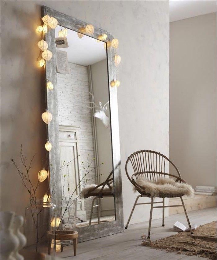 Leuk om verlichting te hangen langs een spiegel.