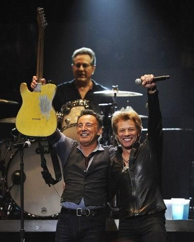 BRUCE SPRINGSTEEN COLOR 8X10 PHOTOGRAPH GUITAR IN CONCERT