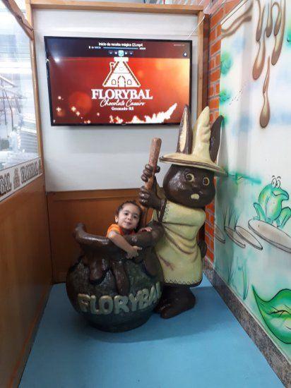 Gramado e Canela com crianças pequenas - Onde ir (parques, restaurante, fábrica de chocolate)? Fábrica de Chocolate Florybal  #viagemcomcrianças #gramadoecanela #serragaucha