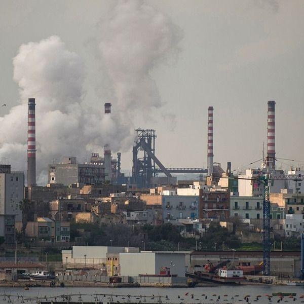 Ilva A Denti Stretti La Tragedia Ambientale Di Taranto Con