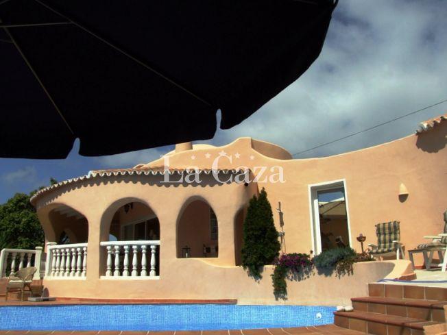 Casa Redonda vindt u in de Galera de las Palmeras, op een hoogte van ca. 75 meter met een fantastisch uitzicht op de Middelandse zee en de Siërra de Bernia.