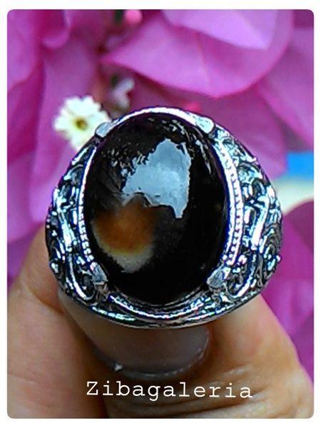 Produk menarik dari Bukalapak nih! Kami menyebut Permata Yahman Wulung istimewa dikarenakan memiliki tipikal yang sangat jarang di dapat. Dari beragam batu besar yang kami belah hingga mendapatkan batu berkualitas mumpuni dan layak pakai, hanya ada satu yang memiliki motif transparan yang uniknya justru terletak di tengah-tengah permata yang sudah kristal ini. Hal seperti ini tidak lazim, karena teksture yaman wulung yang hitam legam. Jika ada motif pun biasanya terdapat dipermukaan.