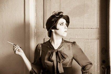 die besten 17 bilder zu 20iger jahre mode auf pinterest vintage inspiriert designer kleider. Black Bedroom Furniture Sets. Home Design Ideas