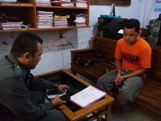 Koran Online Pekalongan Dan Sekitarnya: Ngaku Anggota TNI Aktif Berdinas Di Akmil, Tukang Rongsok Tipu Pacar Yang Dikenalnya Di Facebook