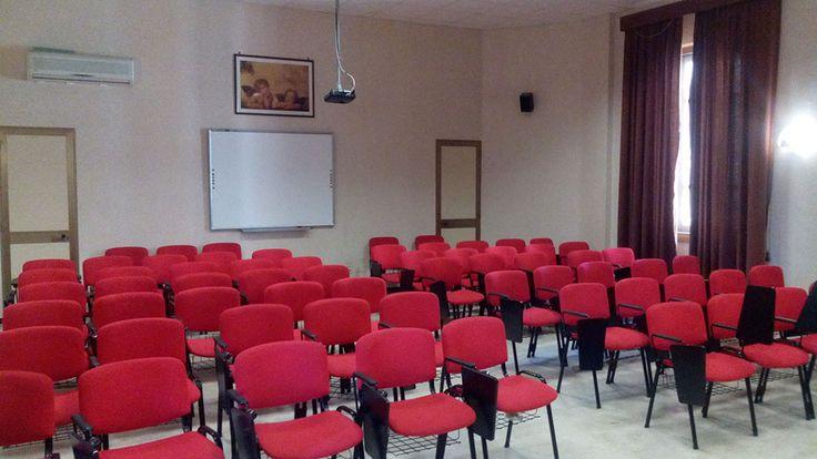 La sala multimediale adibita a progetti e conferenze.