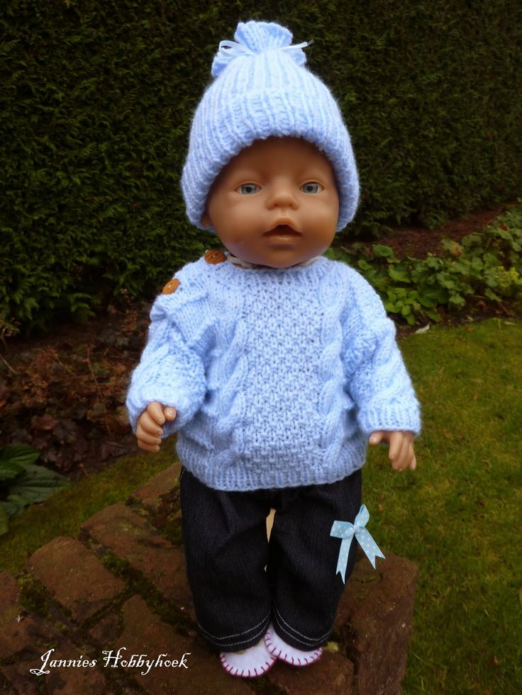 Warme muts, trui en spijkerbroek voor Baby Born 43 cm. Ontwerp De Breikraam