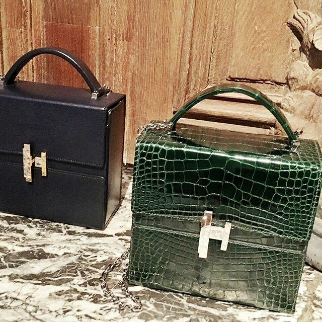 Sneak peek koleksi tas dan sepatu terbaru dari Hermès di Paris Fashion Week ( by @rizalim). Kelly Bag dengan passage clouté strap atau bergaya dengan koleksi tas terbaru Hermès Cinhetic. Untuk sepatu nantikan sneaker dengan bahan rajutan (knit) dan kulit serta sandal sutera dengan bordiran tangan. #hermes #pfw #fall/winter2017 #bazaarindonesia  via HARPER'S BAZAAR INDONESIA MAGAZINE OFFICIAL INSTAGRAM - Fashion Campaigns  Haute Couture  Advertising  Editorial Photography  Magazine Cover…