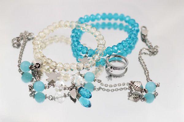 Avance de Joyas de acero para el nuevo catálogo impreso de venta de joyas,  biu.cl