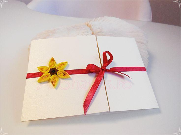 Invitatie de nunta realizata manual cu aplicatii quilling.  La comanda se poate opta pentru alte culori ale invitatiei si accesoriilor aplicate. Pentru detalii si comenzi utilizati idei.nunta@gmail.com