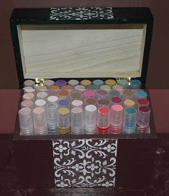 how to make your own glimmer mists! wish i would have known this before i spent alot of money on the mists i used for our save the dates!