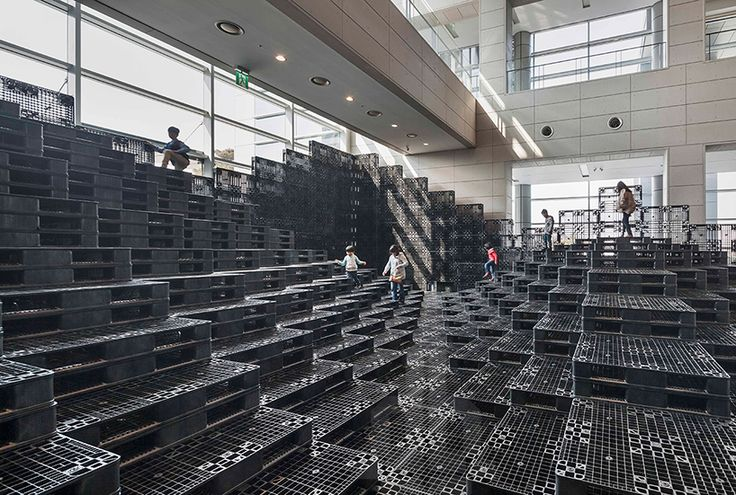 HG-A   live components build tectonic landscape with 1000 recycled pallets - designboom | architecture