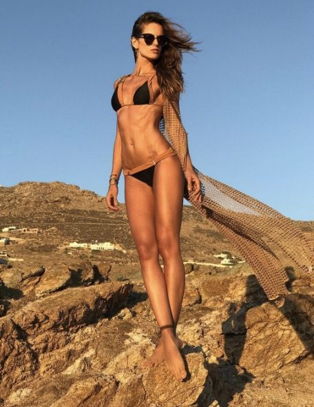 #IzabelGoulart in #Mykonos ☀️☀️  Whether she's working out by the pool, basking in the sun on VIP beaches or ambling through cycladic mazes, Izabel Goulart's holiday in Mykonos is evidence enough that the #Greek island is the place to be this summer.