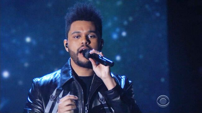 Watch the Weeknd channel Michael Jackson for his performance of 'I Feel It Coming' at the 2017 Grammys.