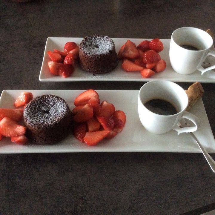 Schokoladenkuchen mit flüssigem Kern à la Italia, ein tolles Rezept aus der Kategorie Dessert. Bewertungen: 818. Durchschnitt: Ø 4,7.