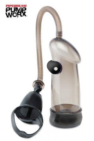 Une pompe à pénis qui vibre. - Dimensions: 19 x 8 cm - Oeuf vibrant amovible et étanche (piles incluses) - Matière: PVC / Plastique ABS - Valve de décompression rapide