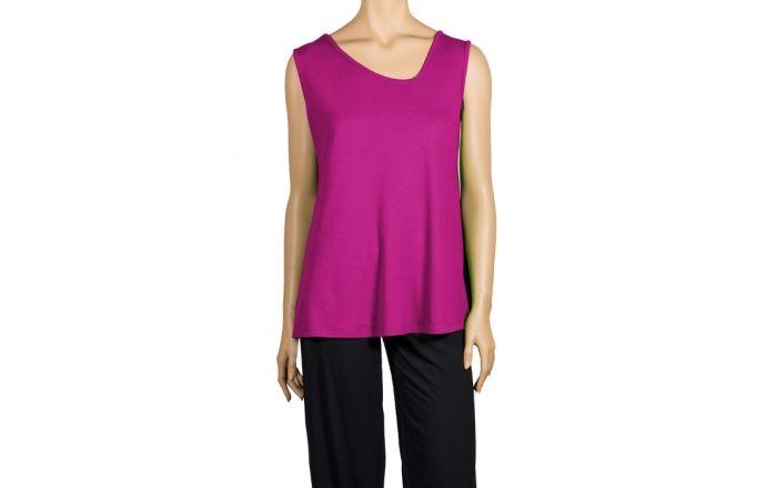 Top sin mangas de cuello asimétrico en color fucsia. #InstintoBcn #rosa #Verano #ModaHechaEnBarcelona