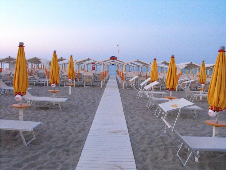 Bagno 105 on the night - Riccione Book Festival #riccione #spiaggia #libri http://www.riccionebookfestival.it/