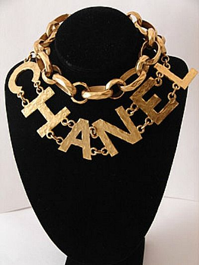 I like this BIG chunky Gold colored Chanel name plate and layer chain necklace#Chanel
