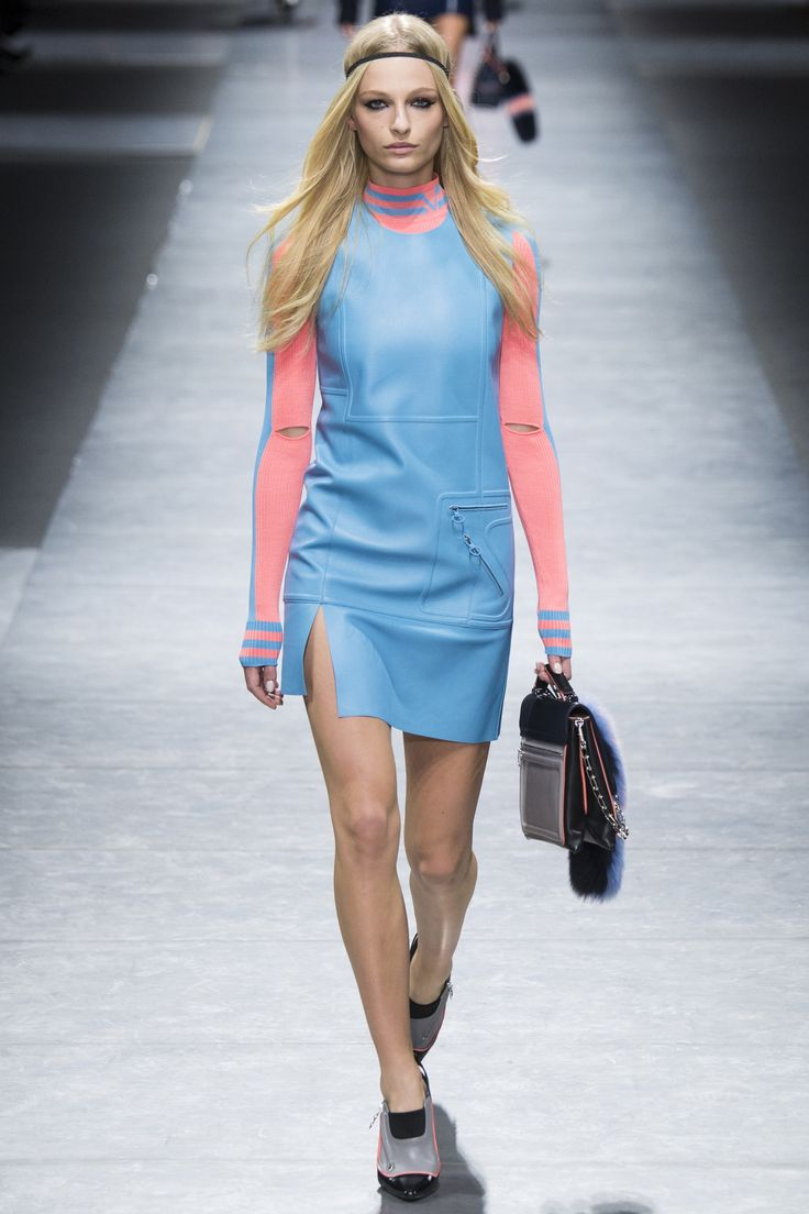 Versace Fall 2016 Ready-to-Wear Fashion Show - Frederikke Sofie