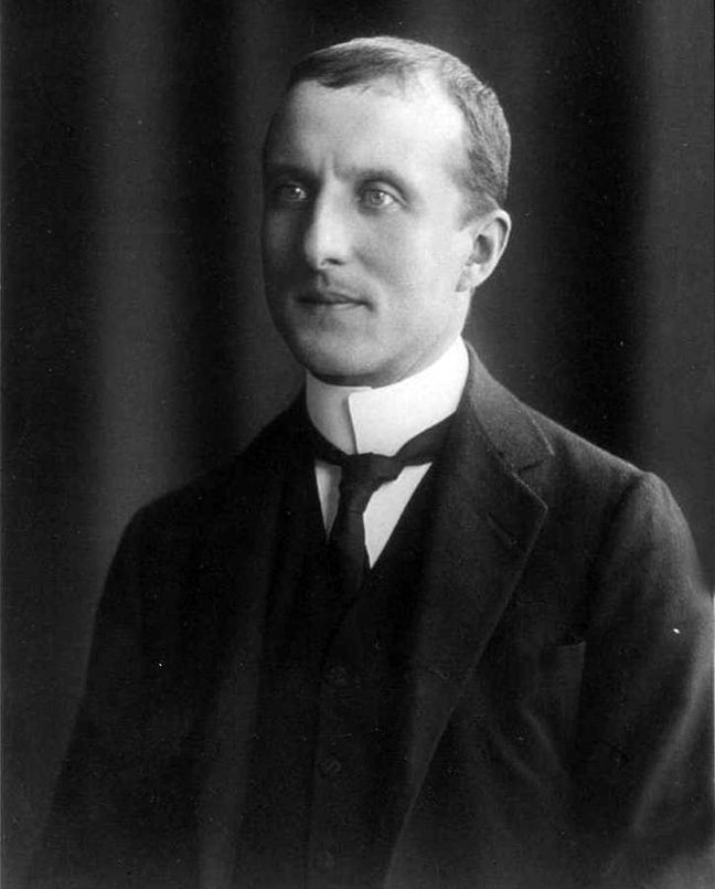 Constantin Carathéodory (1873-1950): a pioneer mathematician who spent most of his professional career in Germany. His contacts in Germany were many and included such famous names as: Minkowski, Hilbert, Klein, Einstein, Schwarz, Fejér. Greek and French were his first languages, and he mastered German with such perfection, that his writings composed in the German language are stylistic masterworks. He also spoke and wrote English, Italian, Turkish, and the ancient languages without any…