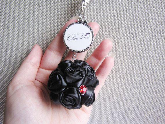Black satin ribbon bouquet keychain Créations Claudène